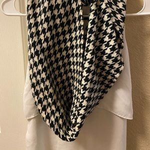Large Print Houndstooth Cash-Feel Scarf
